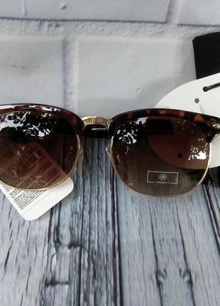 Солнцезащитные очки с чехлом в комплекте  primark