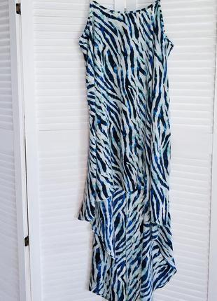 Стильное летнее платье, с принтом зебры голубо белого цвета.