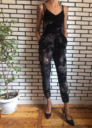 Комбинезон бархатный велюровый черный с блестками рисунок цветы на бретелях ромпер штаны