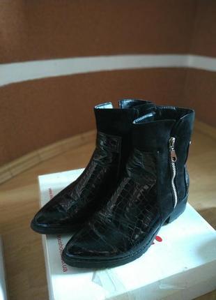 Ботинки черные лаковые