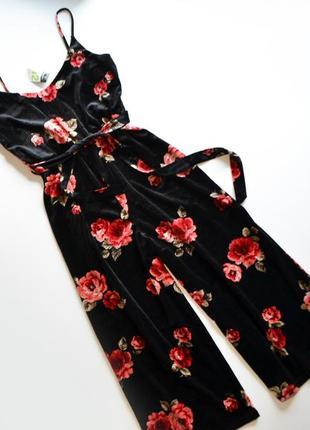 Стильный черный комбинезон в цветы розы кюлоты