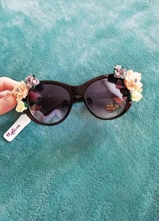 Оригинальные очки с цветами