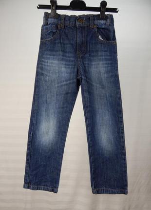 Прямые джинсы для стройного парня