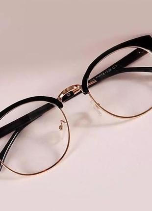 Модные очки под круглую форму лица кошачьи