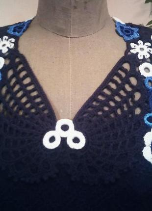 Вязаное, тёплое синее платье с отделкой ручной работы