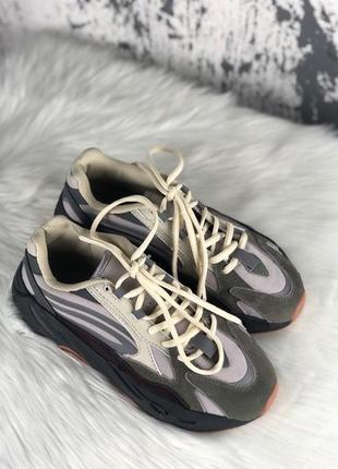 Крутые кроссовки adidas x kanye west yeezy 700 v2 grey.