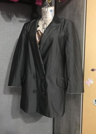 Деловой пиджак элегантного кроя