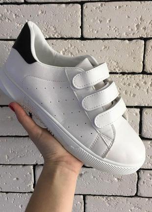 Кроссовки - белые на липучках