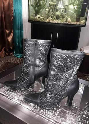 Стильные ботинки полусапожки с перфорацией. кожа. 37 и 38рр