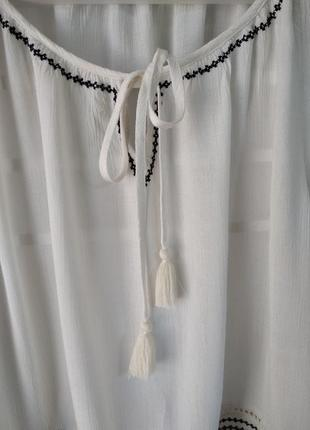 Очень красивая блуза с вышивкой3 фото