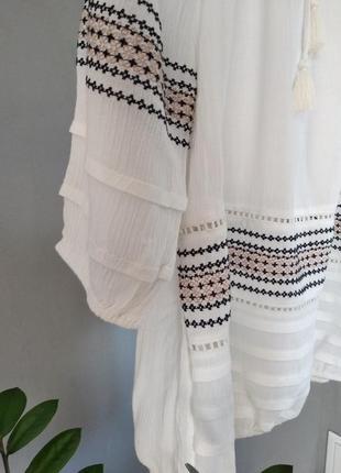 Очень красивая блуза с вышивкой4 фото