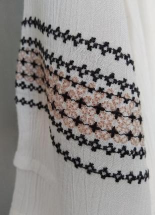 Очень красивая блуза с вышивкой5 фото