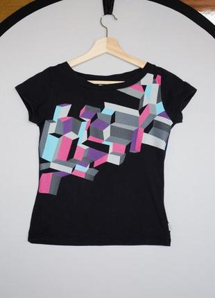 Черная футболка speedo с разноцветным геометрическим узором