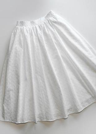 Белая хлопковая юбка с перфорацией