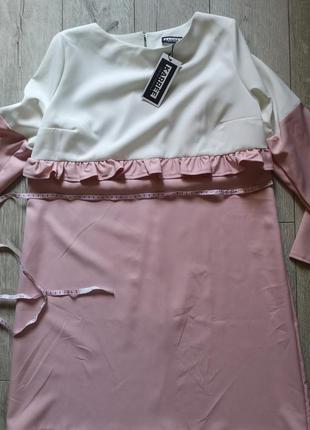 Нежно розовое платье с рюшем