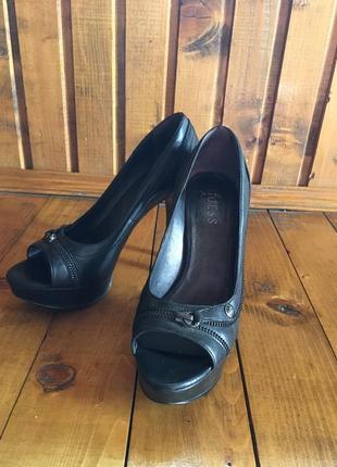 Туфлі із застібкою guess