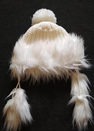 Белая, теплая шапка