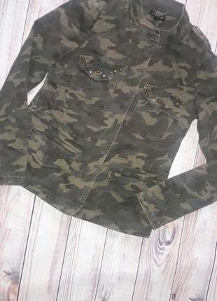 Куртка камуфляжная с блестками и заклепками