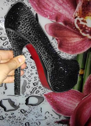 Шикарные черные туфли с камнями на красной подошве princess