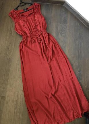 Платье макси морковного цвета с вязанным узором