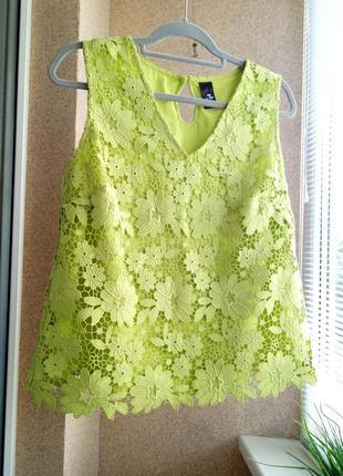 Красивая нарядная яркая блуза