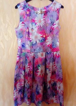 Квіткове літнє платтячко.