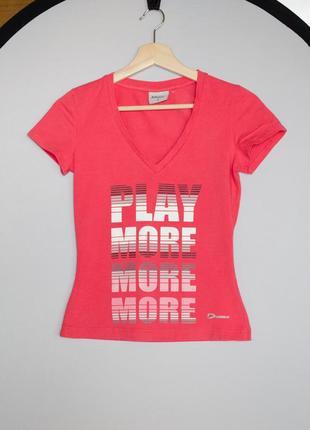Яркая розовая футболка demix с надписью