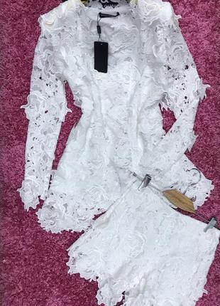 Белый костюм из хлопкового кружева