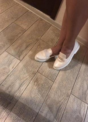 Туфли светлые лоферы 40 размера