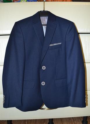 Деловой нарядный костюм west fashion (турция). рост 128 (наш размер 30).