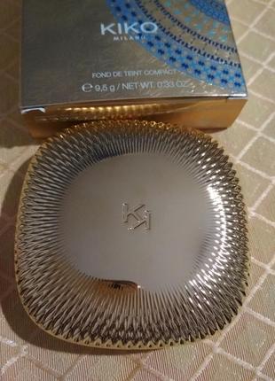 Матирующая пудровая компактная тональная основа kiko gold waves powder foundation.