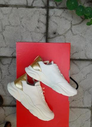 Кожаные кроссовки криперы белоснежные золото подошва танкетка2 фото
