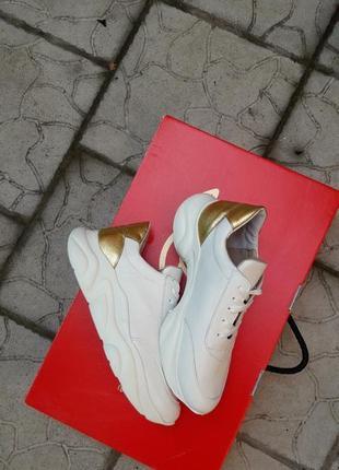 Кожаные кроссовки криперы белоснежные золото подошва танкетка3 фото