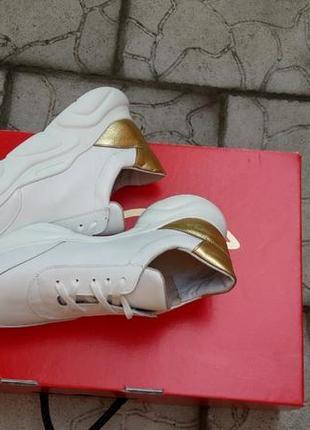 Кожаные кроссовки криперы белоснежные золото подошва танкетка4 фото