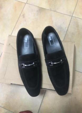 Мужские лоферы asos design wide fit loafers in black faux suede with snaffle detail5 фото