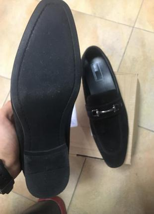 Мужские лоферы asos design wide fit loafers in black faux suede with snaffle detail7 фото