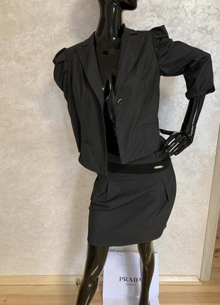 Костюм юбочный  офисный , классика в клетку . пиджак с юбкой