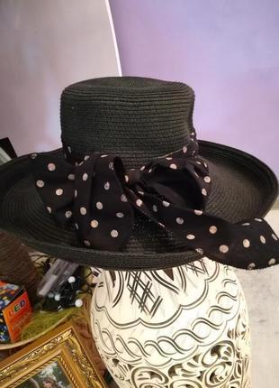 Шикарная шляпа с большими полями
