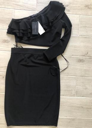 Стильный костюм зара черная юбка до колен и топ на одно плечо
