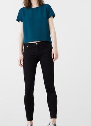 Черные джинсы от mango, низ обрезан, 36р, испания, оригинал