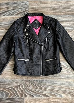 Бомба черная плотная теплая красивая эко кожаная куртка косуха байкер от atmosphere