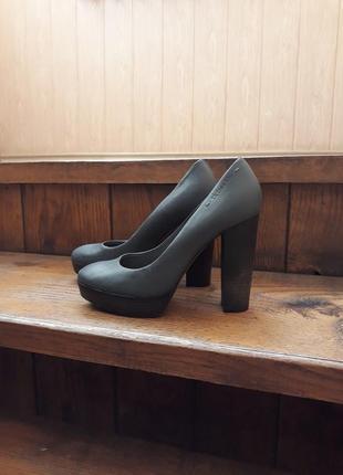 Фирменные кожаные туфли