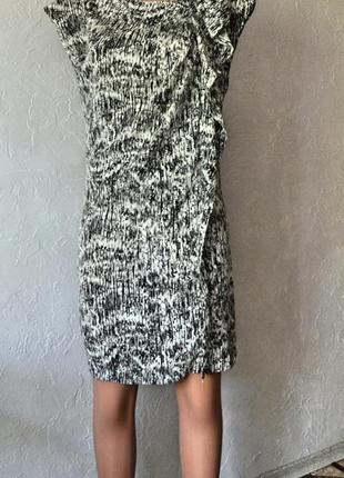 Отличное платье свободного кроя средней длинны известный бренд