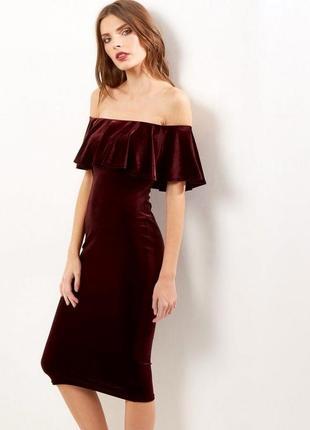 Бархатное платье  с открытыми плечами new look