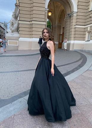 Чёрное выпускное платье sherri hill