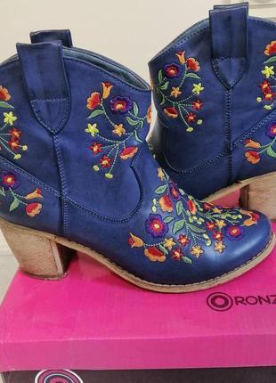 Сапожки ботинки вышитые1 фото