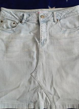 Светлая джинсовая юбка