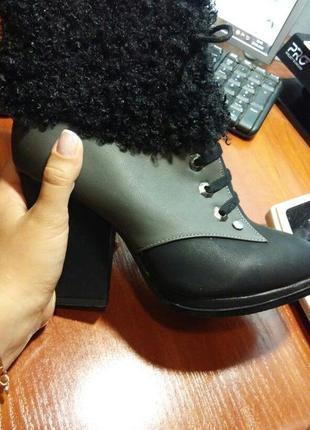 Теплые зимние сапожки на толстом каблуке