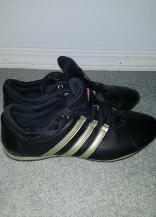Стильные оригинальные кроссовки adidas размер 36.5