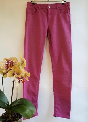 Модные стрейчевые малиновые джинсы - брюки h&m на 170 рост